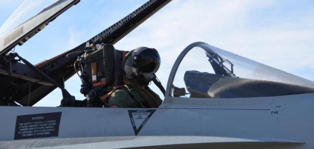 Foto informe HMD Scorpion para F-18 da Espanha - foto Thales
