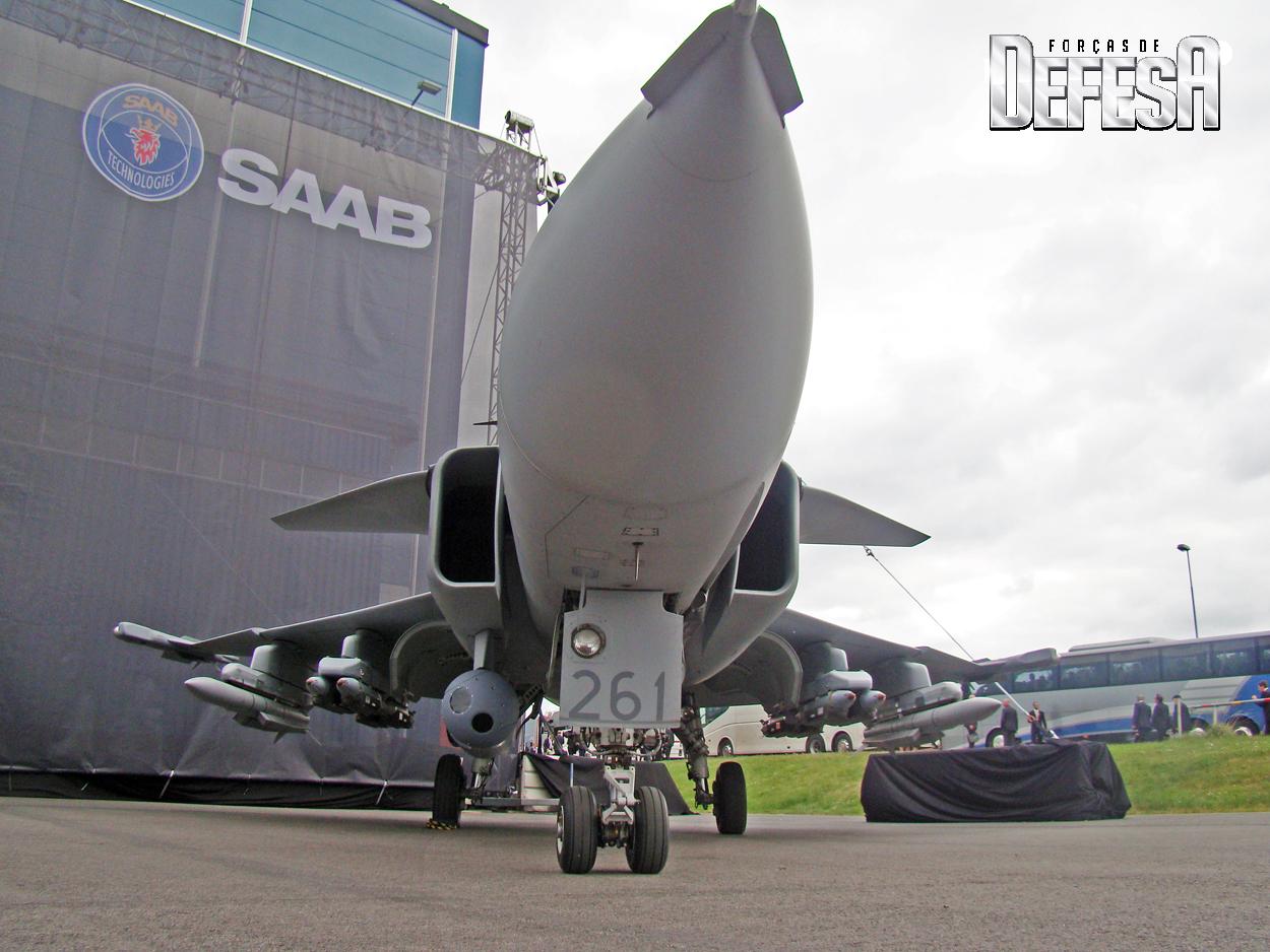 Gripen-C-39-261-com-Meteor-SDB-e-IRIS-T-em-18-5-2016-foto-1-Nunao-Poder-Aereo mk1