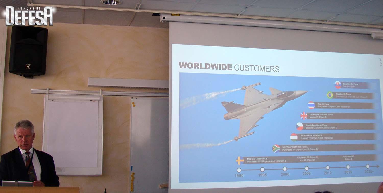 Roll out Gripen E - apresentacao do VP senior da Saab Lennart Sindhal em 18-5-2016 - foto Nunao - Poder Aereo