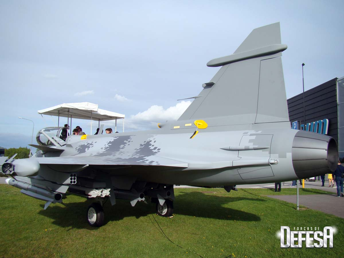 Saab - evento Museu Forca Aerea Sueca 16-5-2016 - maquete Gripen E - foto 2 Nunao - Poder Aereo