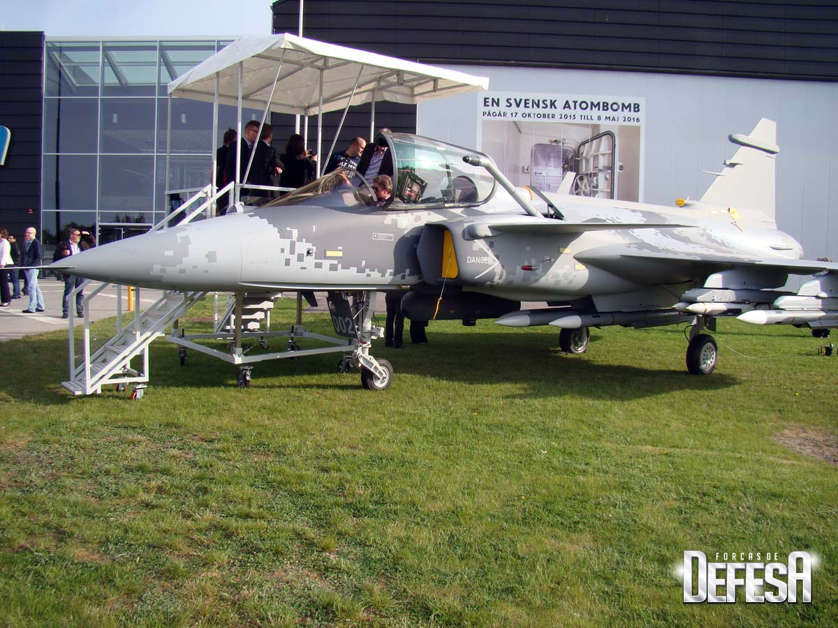 Saab - evento Museu Forca Aerea Sueca 16-5-2016 - - maquete Gripen E - foto Nunao - Poder Aereo
