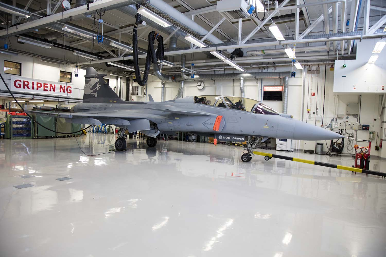 Visita hangar testes Saab 19-5-2016 - foto 2 Saab