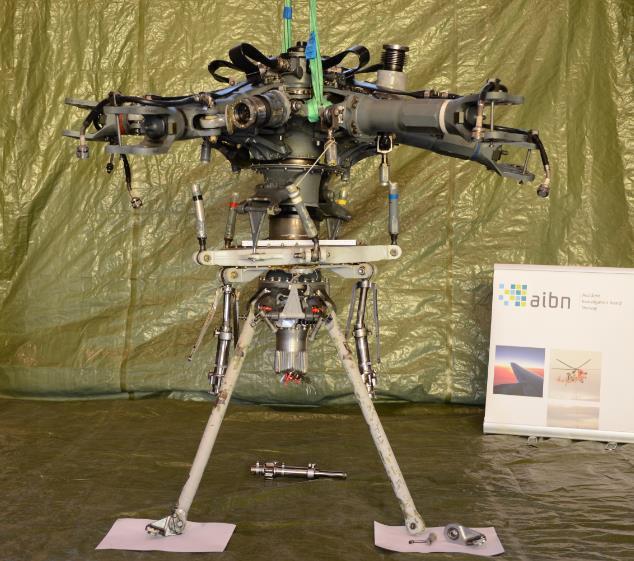 Cabeça do rotor principal e barras de suspensão traseiras do EC225 / H225 acidentado