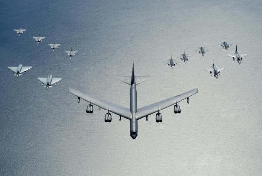 B-52 - Typhoon - F-16 - Gripen - Baltic Operations 2016 - foto USAF