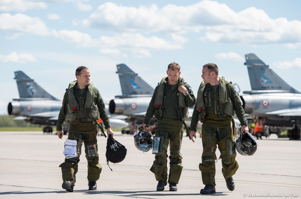 Mirage 2000-5 e pilotos na Maple Flag no Canada - foto Forca Aerea Francesa
