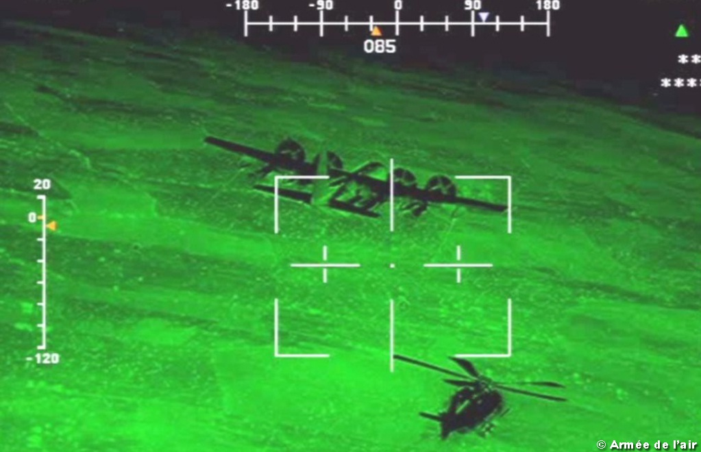 REVO noturno Caracal frances com MC-130J americano - foto Forca Aerea Francesa