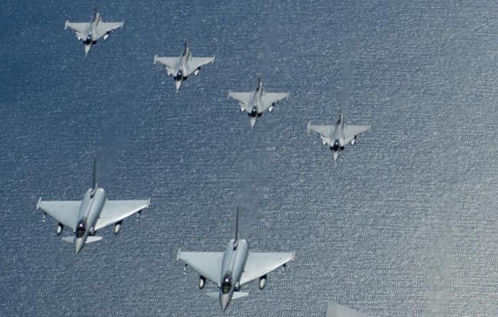 Typhoon Alemanha e Gripen Suecia - Baltic Operations 2016 - detalhe foto USAF
