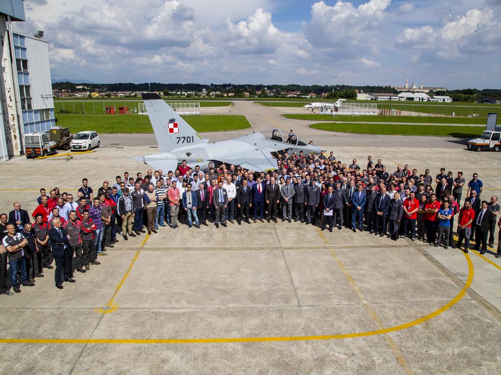roll out primeiro M-346 para a Polonia - foto 2 Leonardo ex Finmeccanica