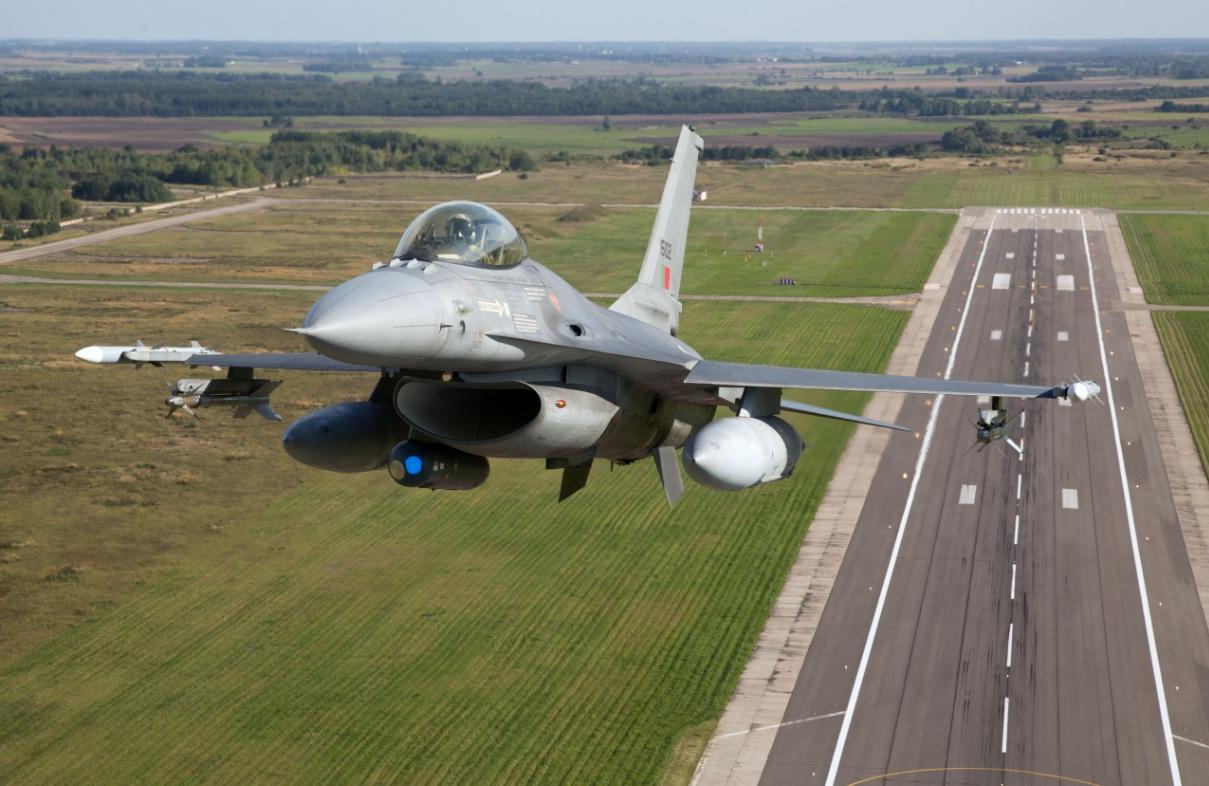 F-16 portugues - materia rotacao pessoal policiamento no Baltico - foto Forca Aerea Portugesa
