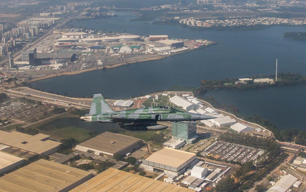 F-5EM exercicio interceptacao para Olimpiadas - foto 2 FAB cb V Santos