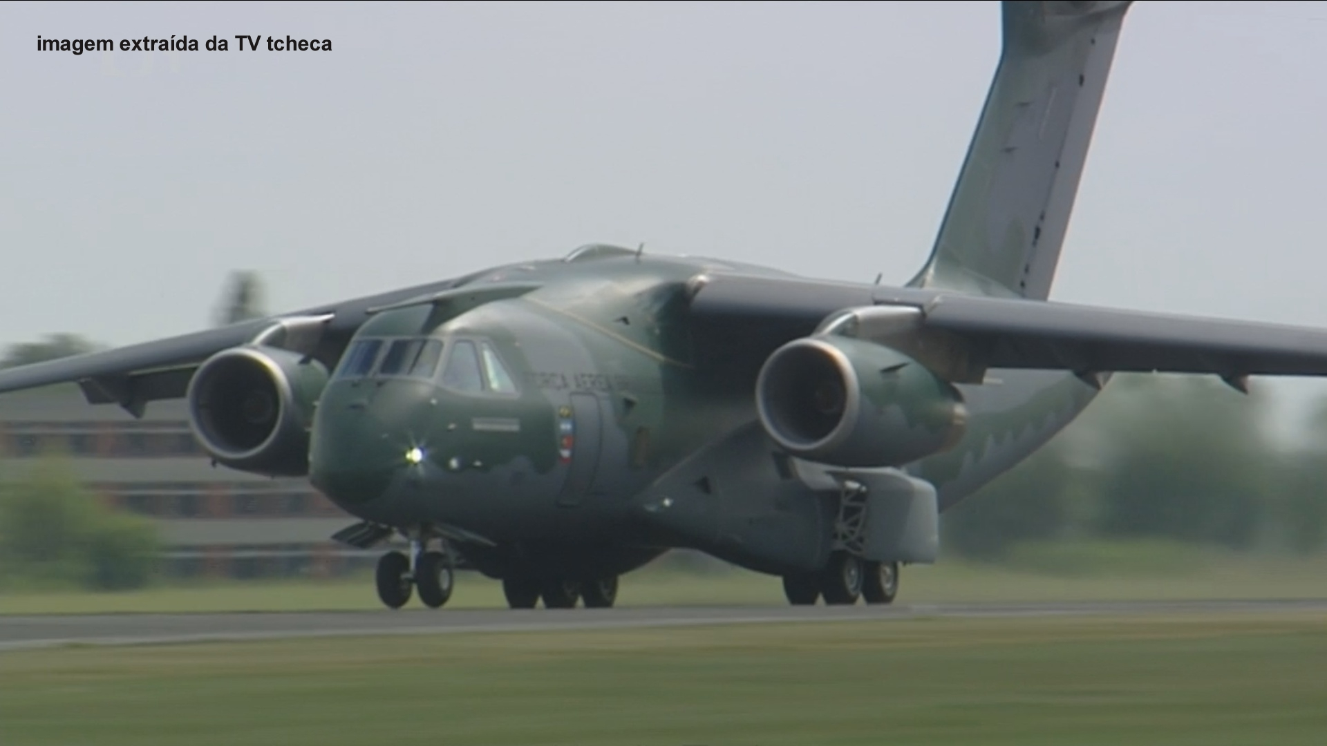 KC-390 foto TV tcheca04
