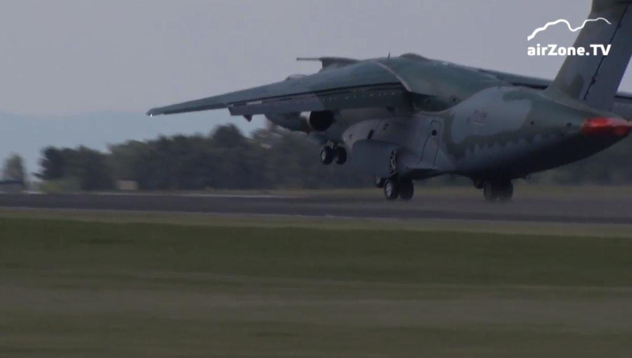 KC-390 na Republica Tcheca - cena 4 video Airzone TV