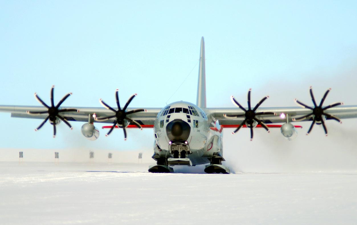 LC-130 Hercules na Deep Freeze 2011 - foto USAF