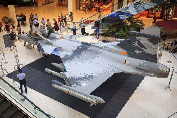 Mock-up do Gripen NG em exposição no shopping