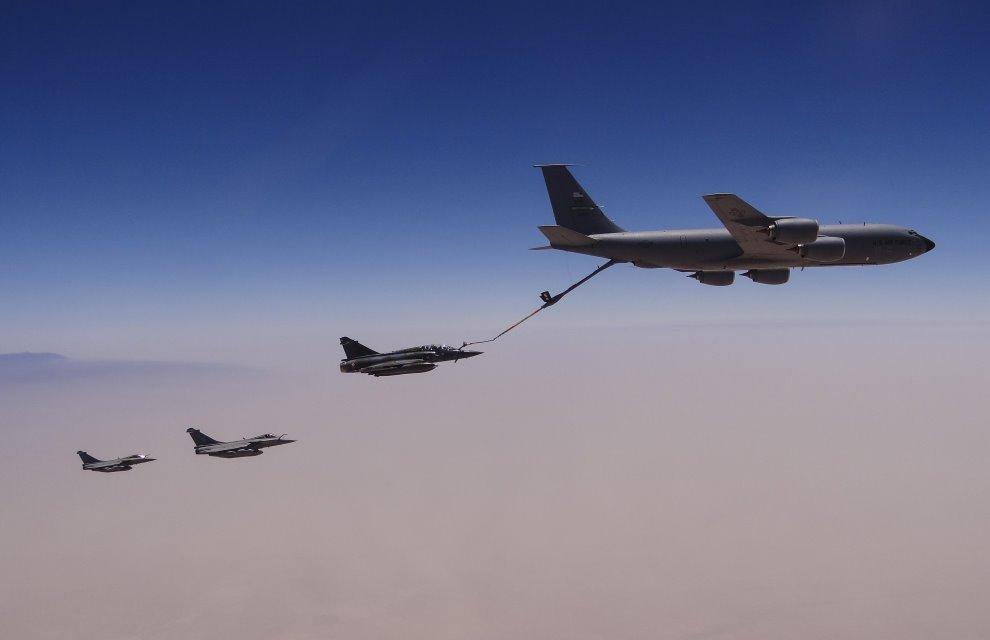Operacao Chammal - reabast em voo de Mirage 2000D e Rafale - foto MD Franca