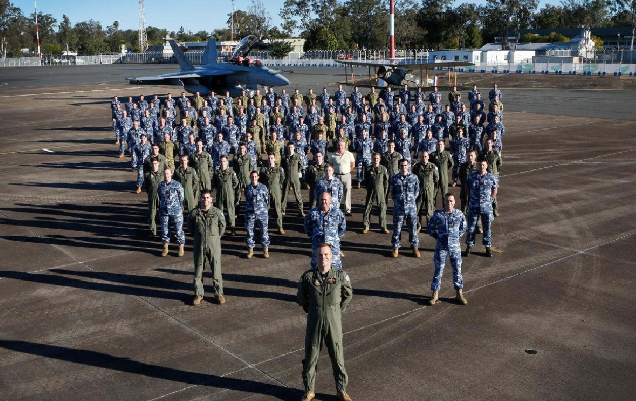 Super Hornet e Bristol F2B em 12-6-2016 - foto 3 Min Def Australia
