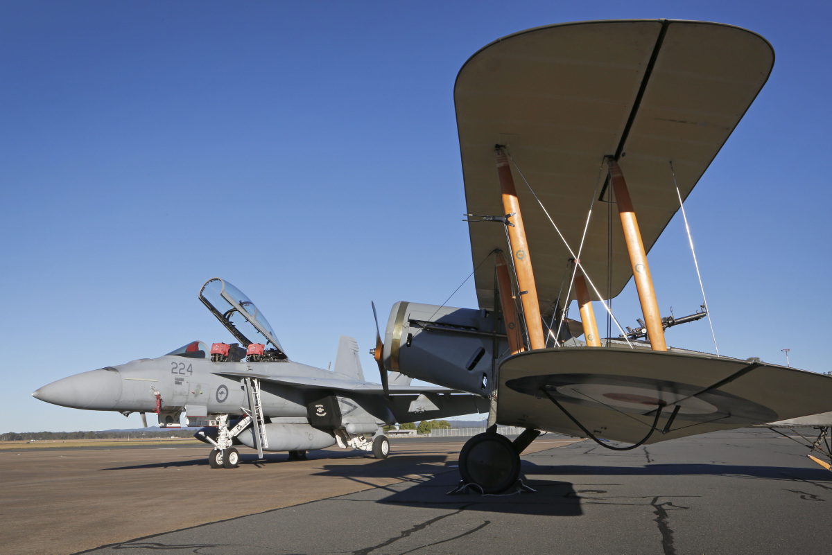 Super-Hornet-e-Bristol-F2B-em-12-6-2016-foto-4-Min-Def-Australia