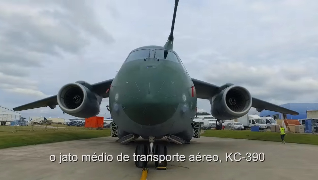 cena 3 video Embraer Farnborough 2016