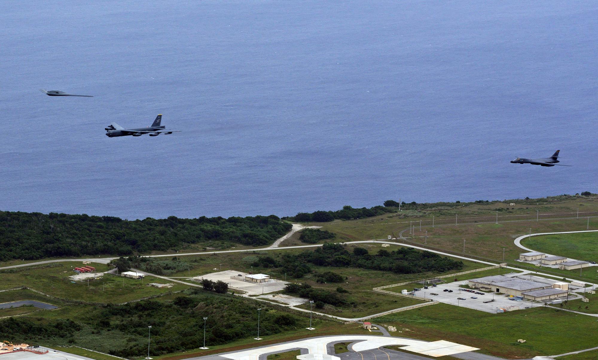 B-2, B-52 e B-1 sobre Guam no Pacífico