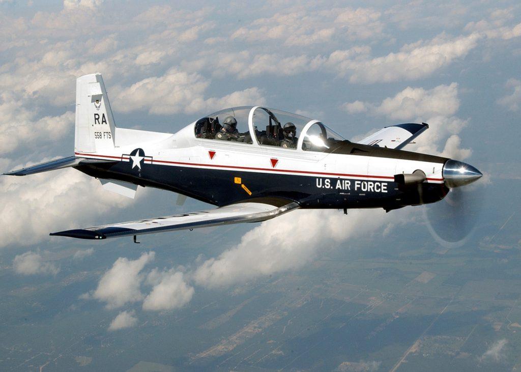 O T-6A Texan II substituiu os treinadores a jato T-37 na USAF