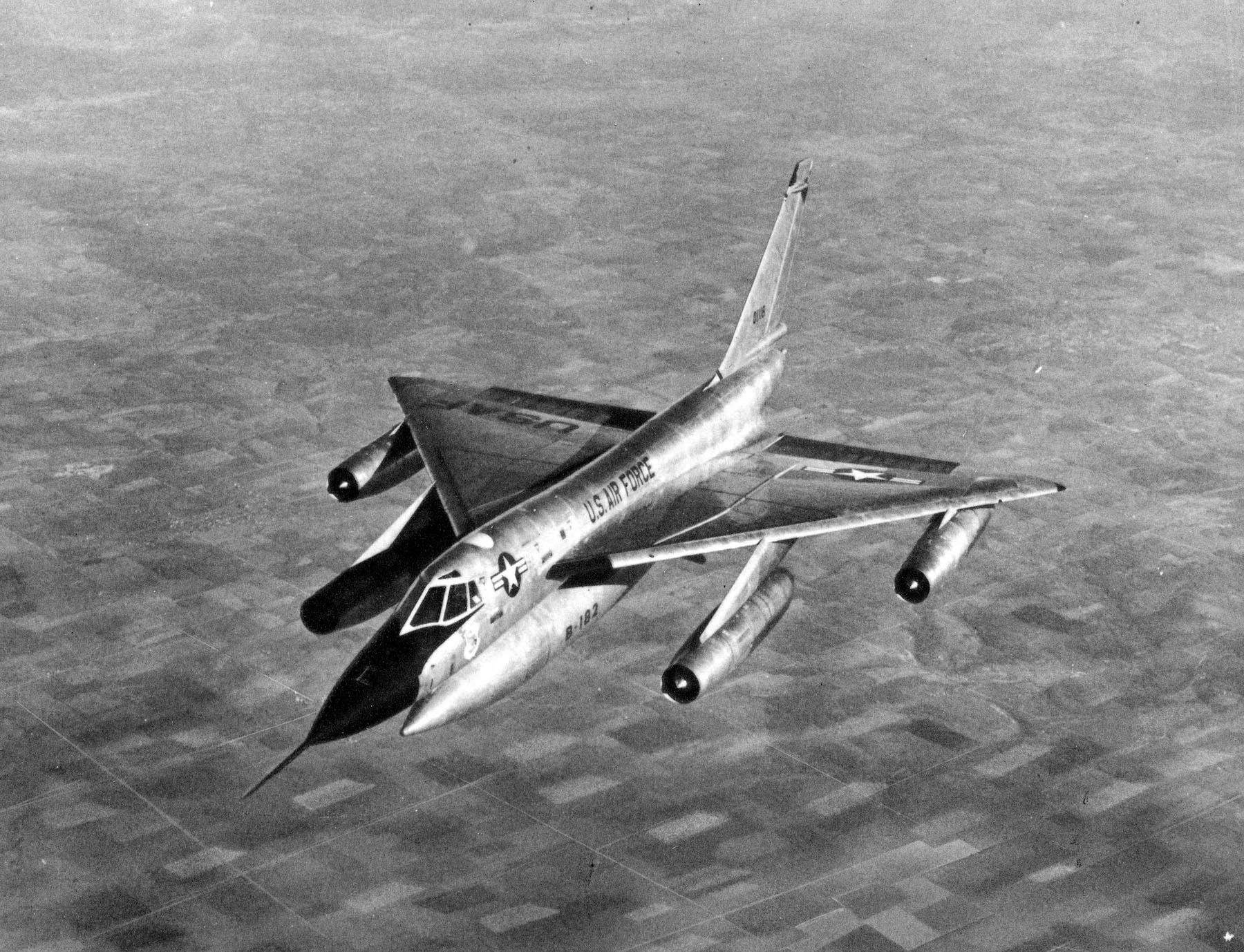 Convair B-58A Hustler in flight (B-58A-15-CF, S/N 60-1118). (U.S. Air Force photo)