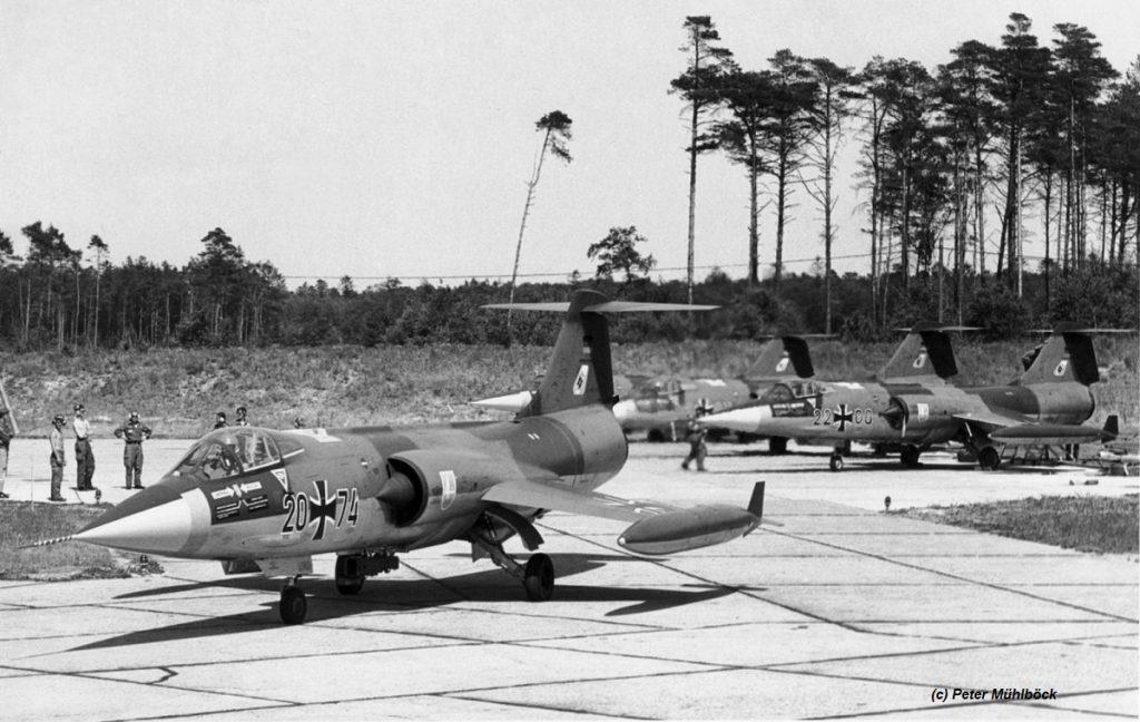 f-104-2074_jbg33_1968