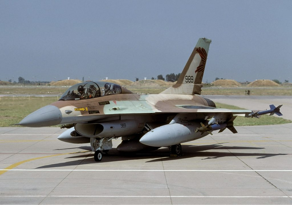 israeli_air_force_general_dynamics_f-16b_netz_401_lofting-2