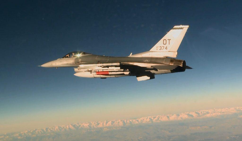 F-16 com bomba nuclear B61
