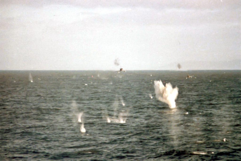 https://www.aereo.jor.br/wp-content/uploads//2017/05/A-4-atacam-a-HMS-Broadsword-no-dia-25-de-maio-de-1982.jpg