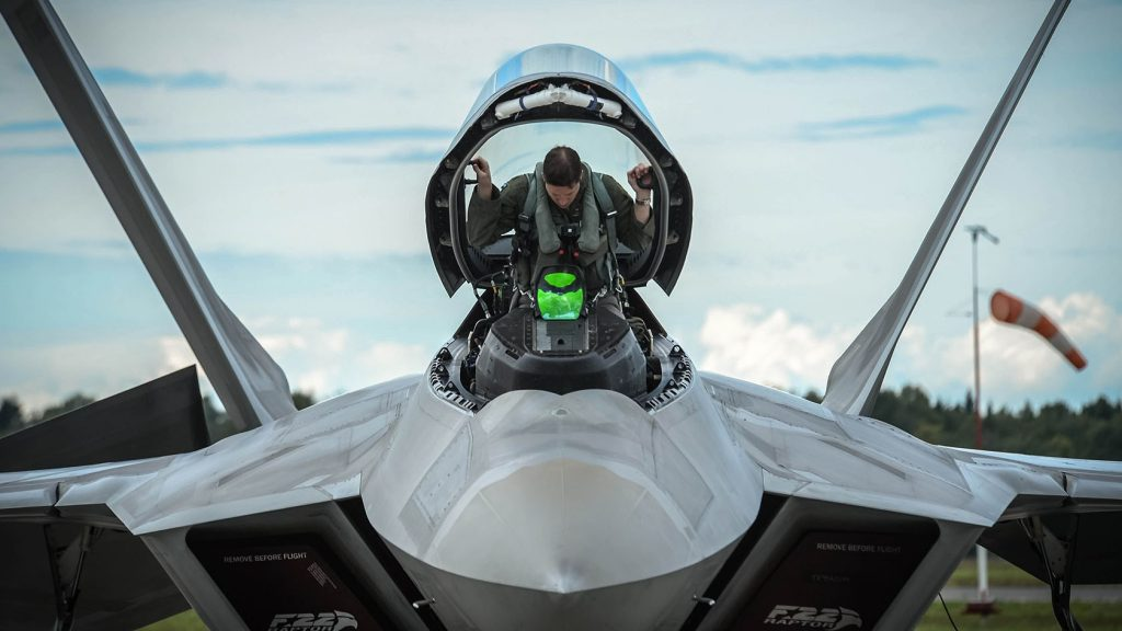 Piloto no F-22 Raptor