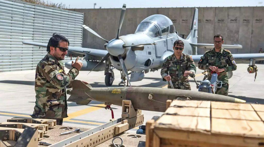 A-29 do Afeganistão recebendo bomba