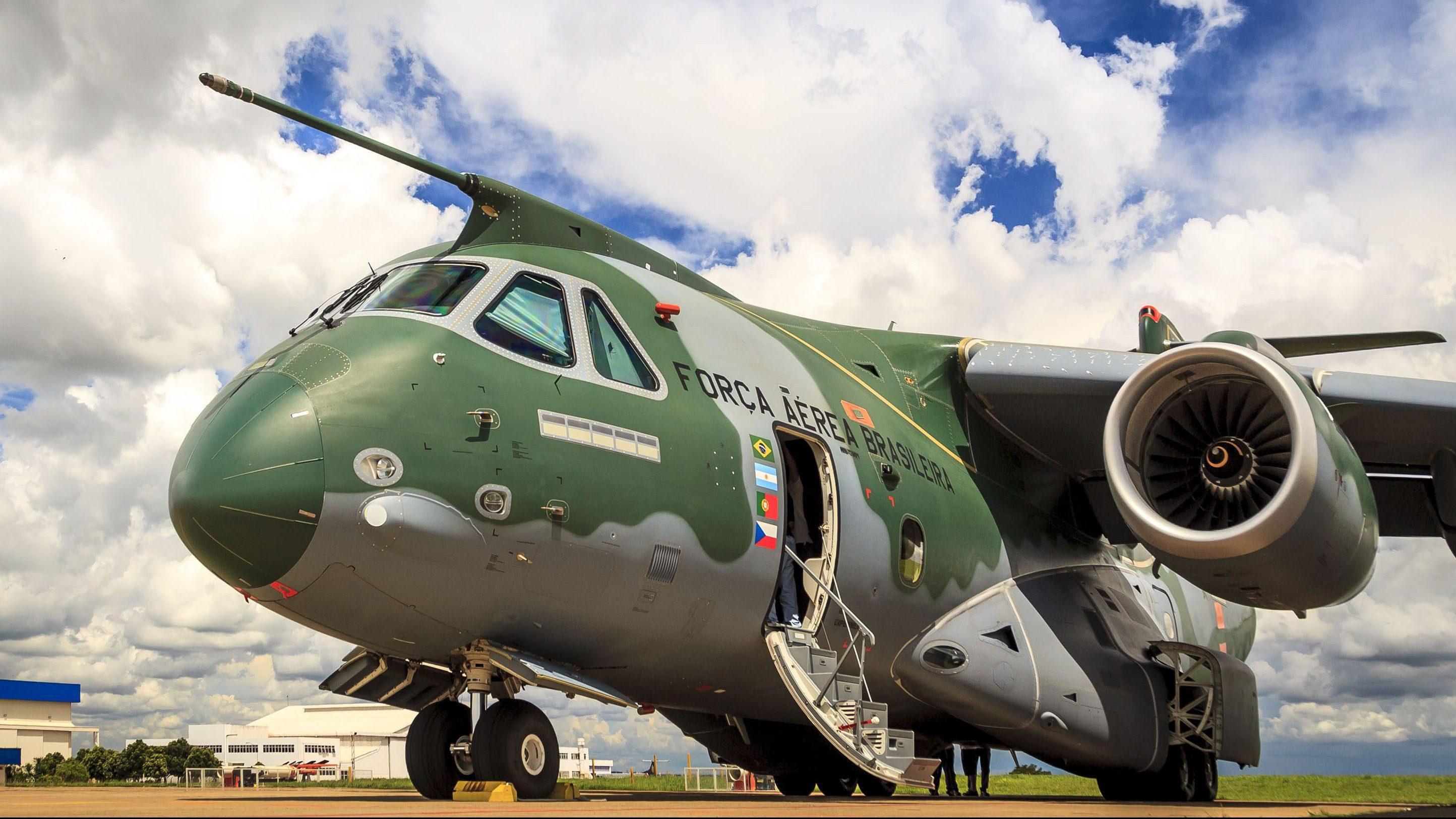 Primeira turma de pilotos do KC-390 Millennium conclui curso de formação -  Poder Aéreo - Aviação Militar, Indústria Aeronáutica e de Defesa