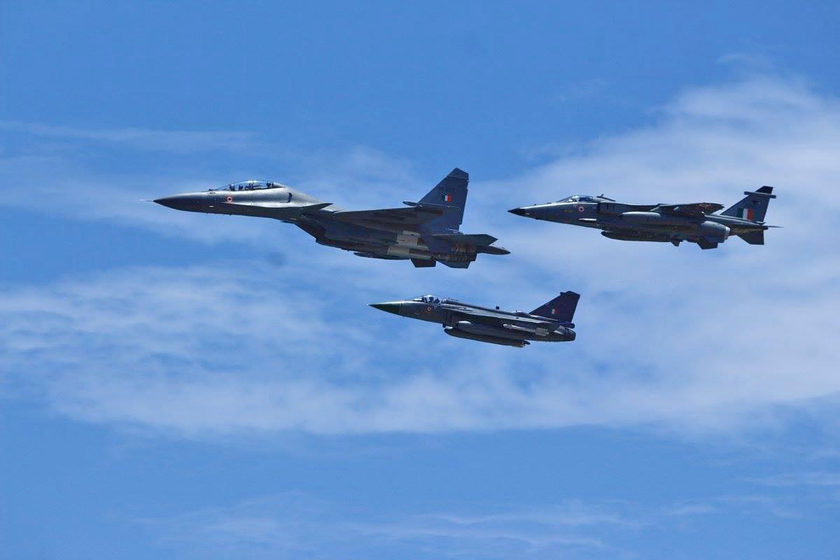 Tejas, Su-30 e Jaguar da Força Aérea Indiana