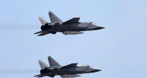 Caças MiG-31 com mísseis Kinzhal