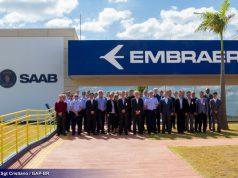 Comitiva de usuários do caça Gripen visita FAB e Embraer