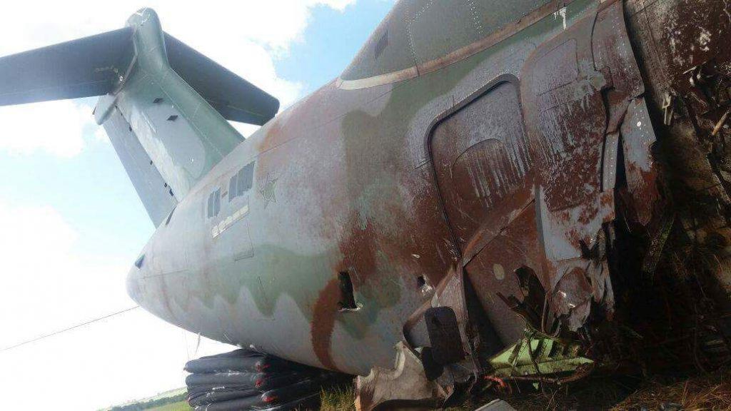 KC-390 PT-ZNF avariado depois do incidente em Gavião Peixoto