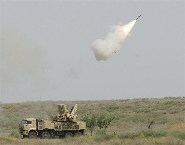 Pantsir-S1 lançando míssil
