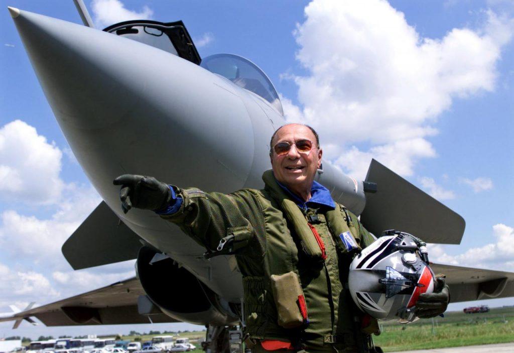 Serge Dassault e o Rafale, em 1999 - Foto Reutres/Charles Platiau