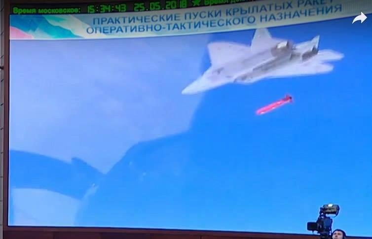 Su-57 lançando míssil de cruzeiro na Síria