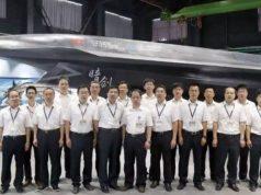 O UCAV Dark Sword e técnicos chineses