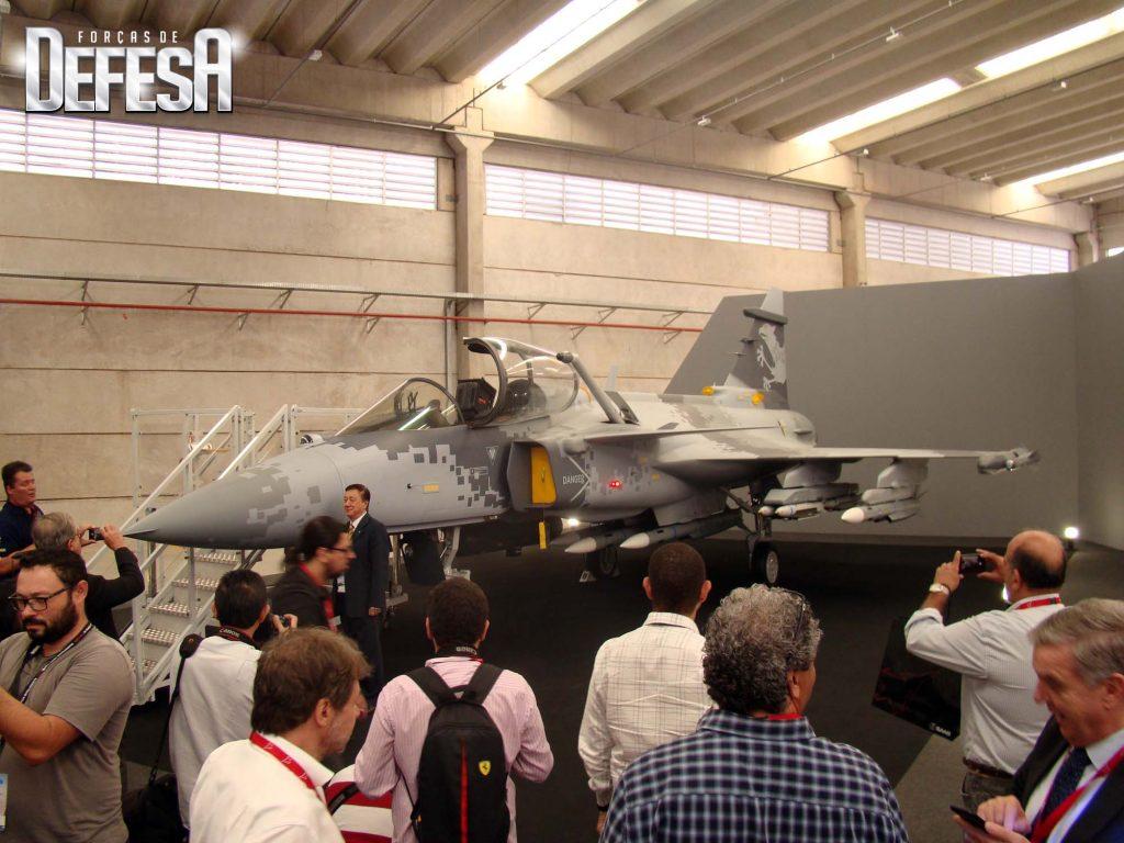 Réplica do Gripen E na inauguração da Saab Aeronáutica Montagens - SAM, em junho de 2018
