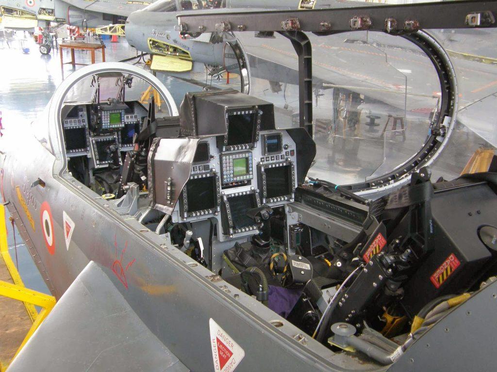 Cockpit do LCA Tejas biposto