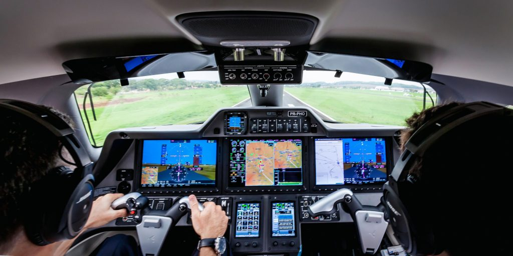 Cockpit do Phenom100EV