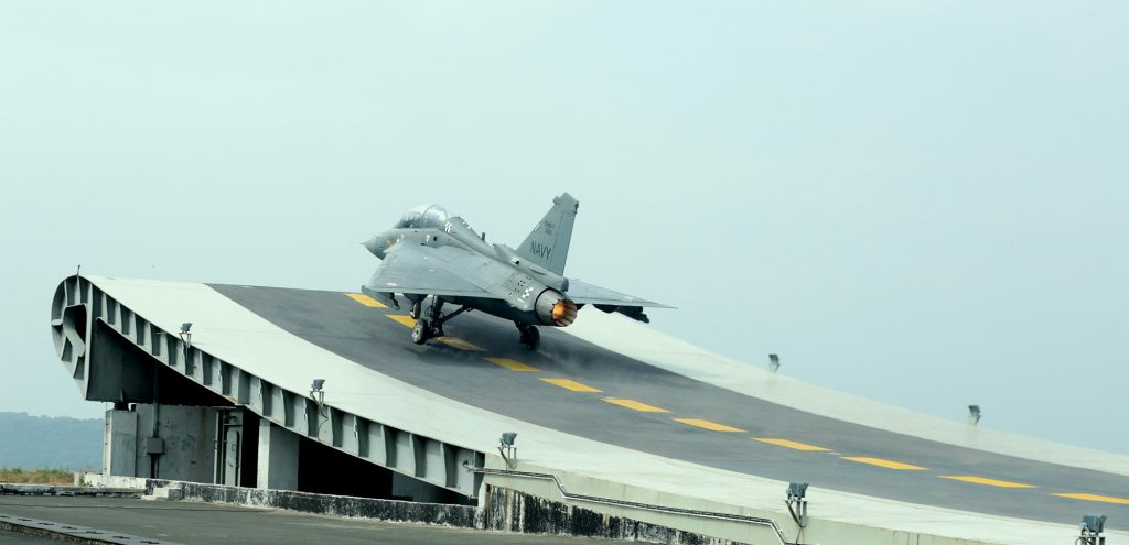 O LCA Tejas também já foi testado decolando de uma rampa ski-jump