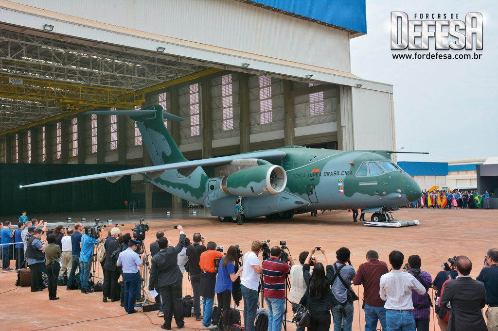 Roll out do Embraer KC-390, em 2014