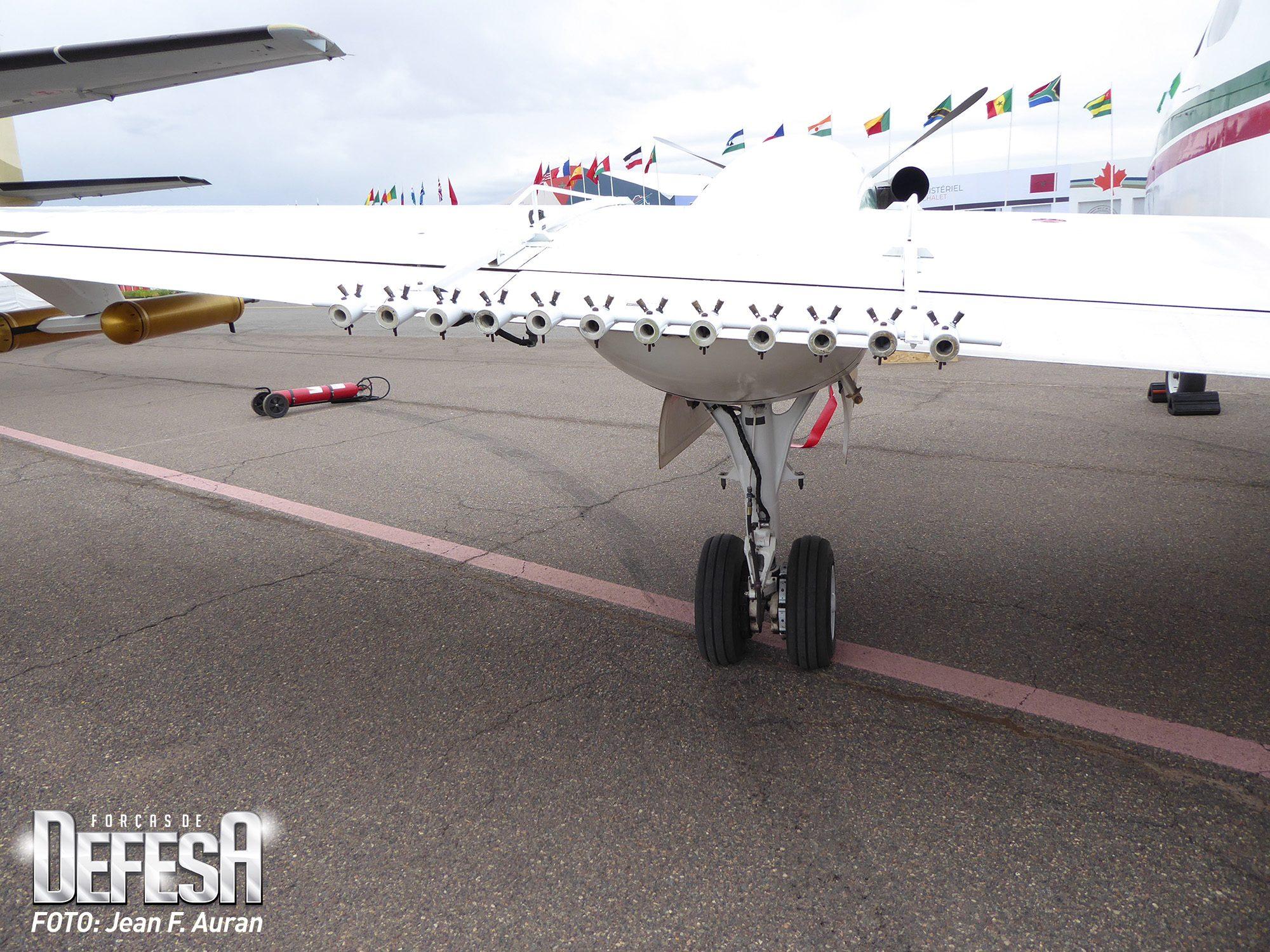 King Air 200 equipado para a semeadura de nuvens com o objetivo de provocar chuvas