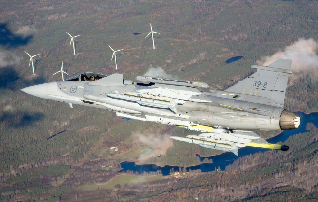 Caça Saab JAS 39E Gripen voa com mísseis Meteor