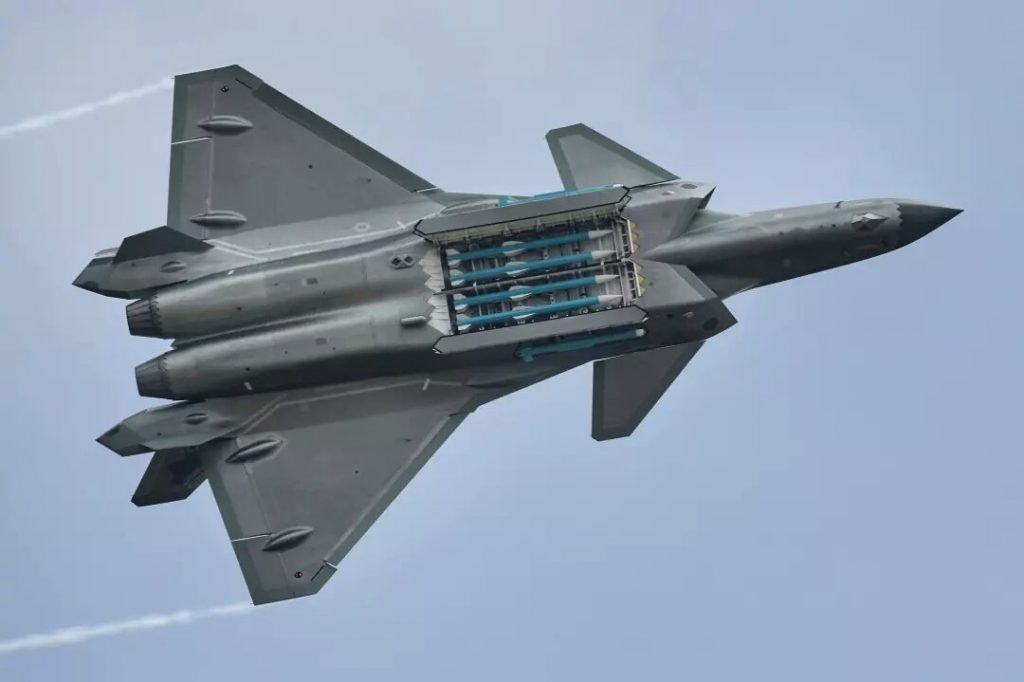 Caça furtivo chinês J-20