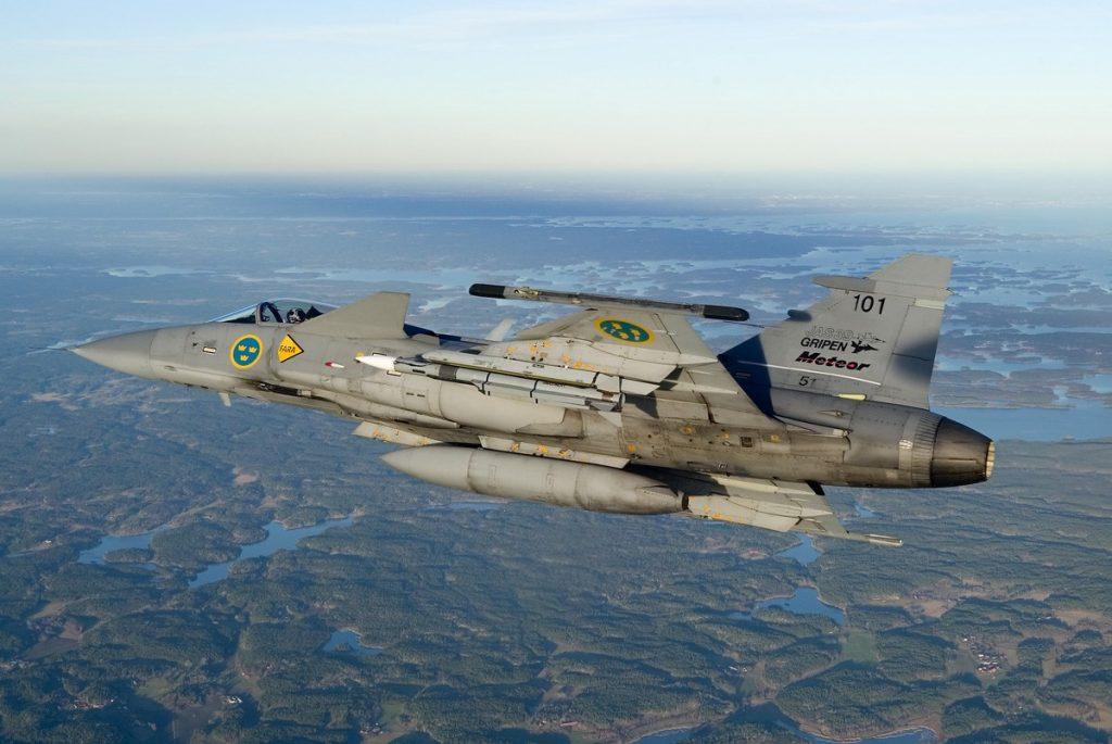 Caça Saab JAS 39C Gripen com míssil BVR Meteor