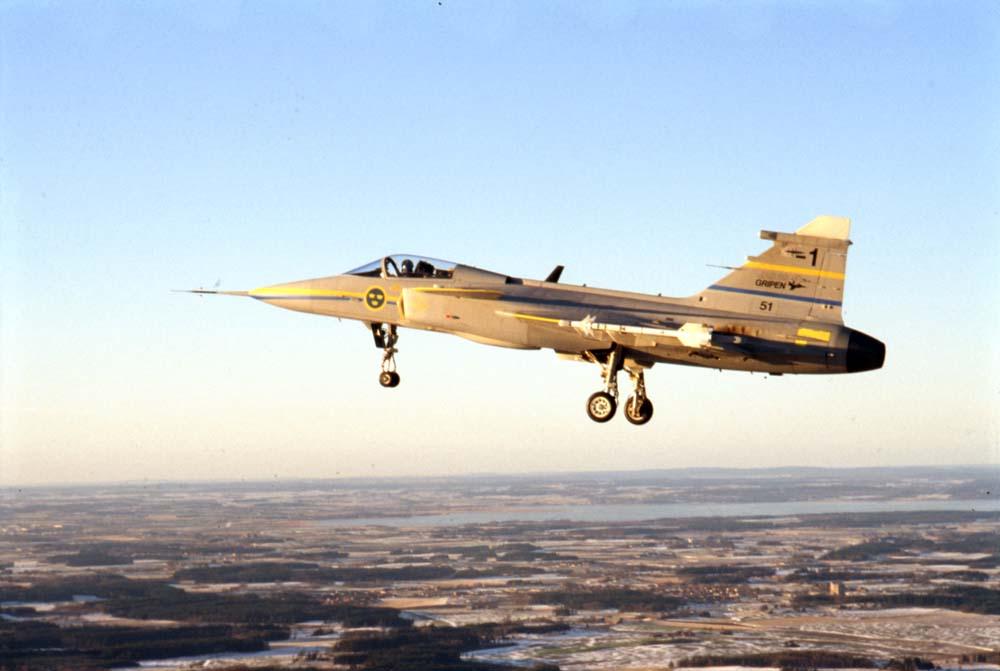 Protótipo -1 do Saab JAS-39 Gripen no primeiro voo em 9 de dezembro de 1988